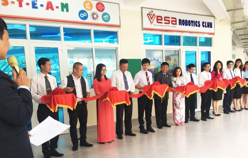 Truong THCS Nguyen Van To khanh thanh VESA Robotics Club hinh anh 1