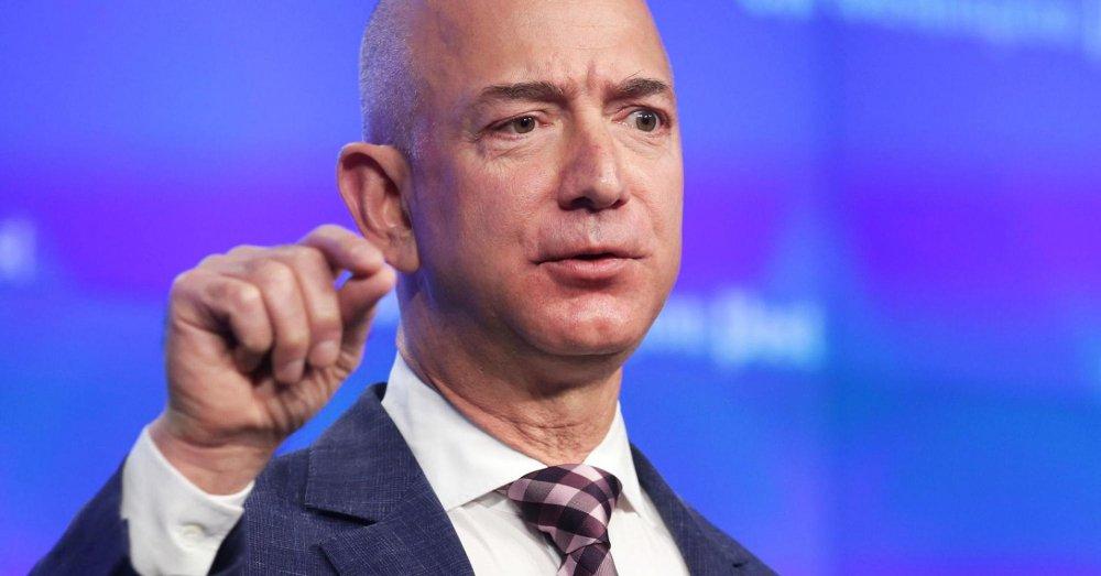 Amazon thang lon, tai san CEO Jeff Bezos vuot 100 ty USD nho Black Friday hinh anh 1