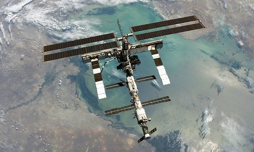 Vi khuan nghi den tu ngoai hanh tinh tren than tram ISS hinh anh 1