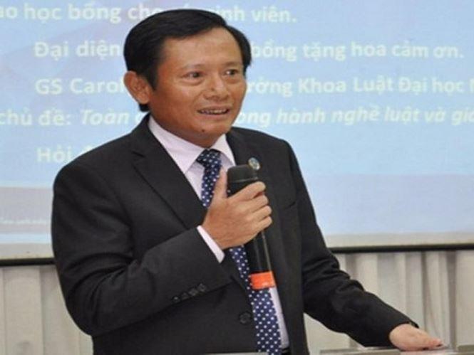 Luat su dau tien duoc cap chung nhan bao chua cho ong Dinh La Thang hinh anh 1