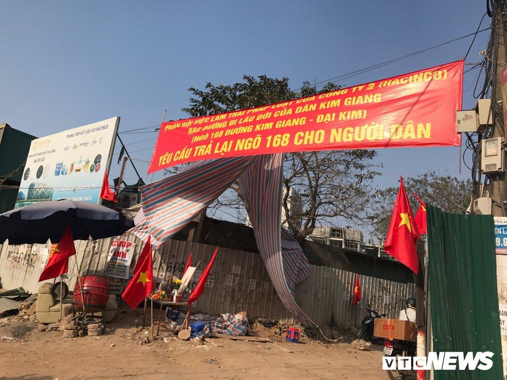 Dan lang ngo 168 Kim Giang ra duong o phan doi chu dau tu bit loi di hinh anh 1