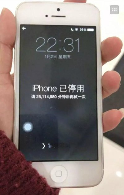 iPhone bi khoa 47 nam vi nhap sai mat khau hinh anh 1