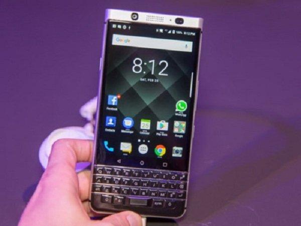 Facebook bi Blackberry kien vi pham bang sang che hinh anh 1