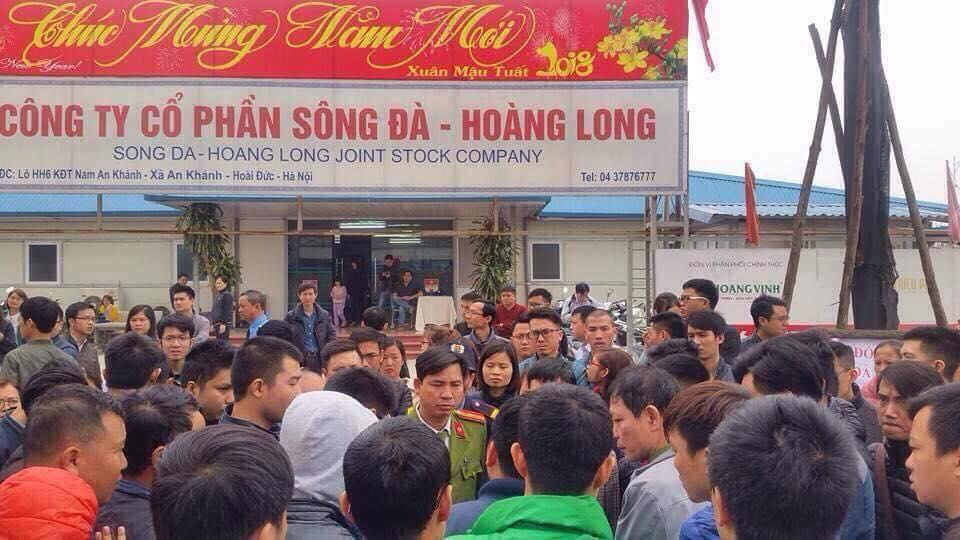 Ha Noi: Cu dan The Golden An Khanh cang bang ron, phan doi chu dau tu ra yeu sach hinh anh 1