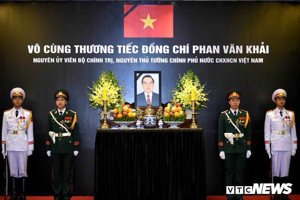 Chu tich Quoc hoi Nguyen Thi Kim Ngan xuc dong tri an nguyen Thu tuong Phan Van Khai hinh anh 5