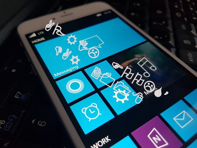 Lo anh iPhone chay Windows 10 Mobile hinh anh 1
