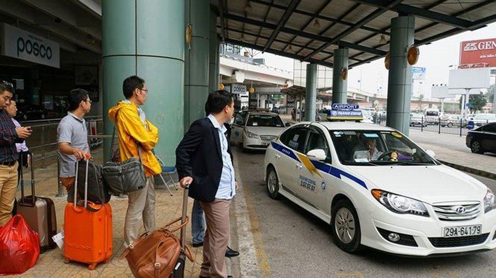 Taxi di Noi Bai 180.000 dong: Tung chieu ha gia tranh khach hinh anh 2