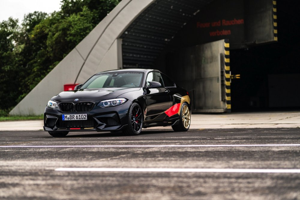 Can canh sieu xe BMW M2 phien ban dac biet co vu World Cup 2018 gia 1,3 ty dong hinh anh 8