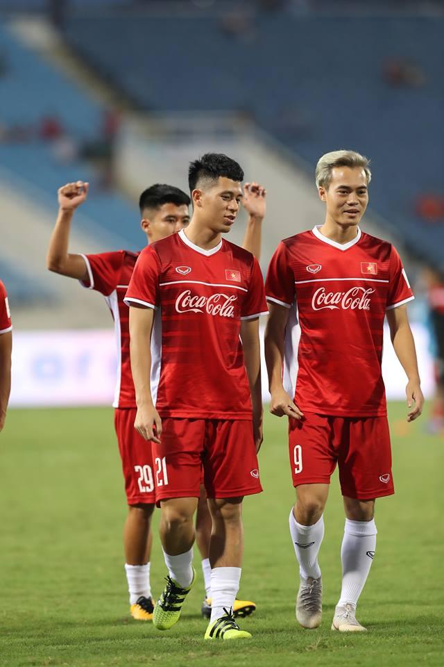 Coca-Cola trao tang lon vang thay loi chuc mung den doi tuyen Viet Nam hinh anh 1