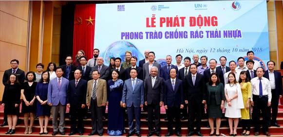 FrieslandCampina Viet Nam tham gia chuong trinh chong rac thai nhua hinh anh 1