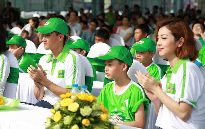 Con trai rieng cua Jennifer Pham cang lon cang giong bo Quang Dung hinh anh 1
