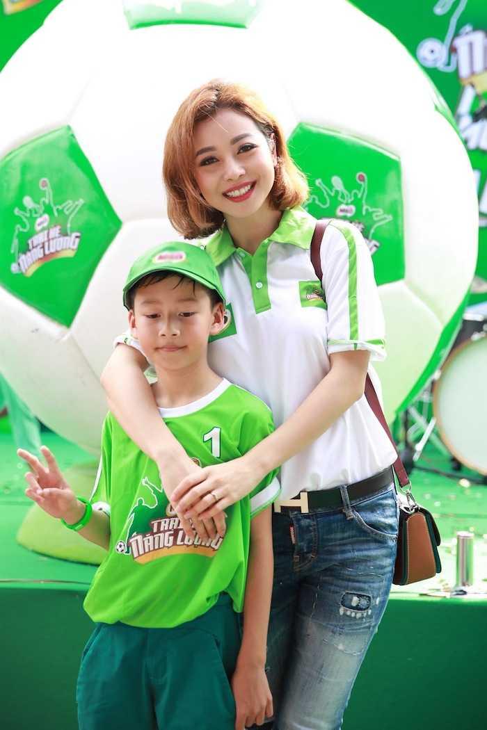 Con trai rieng cua Jennifer Pham cang lon cang giong bo Quang Dung hinh anh 2