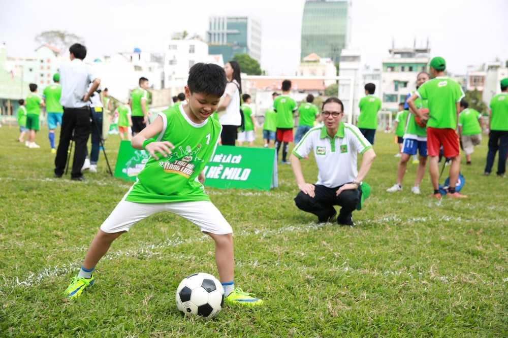 Con trai rieng cua Jennifer Pham cang lon cang giong bo Quang Dung hinh anh 9