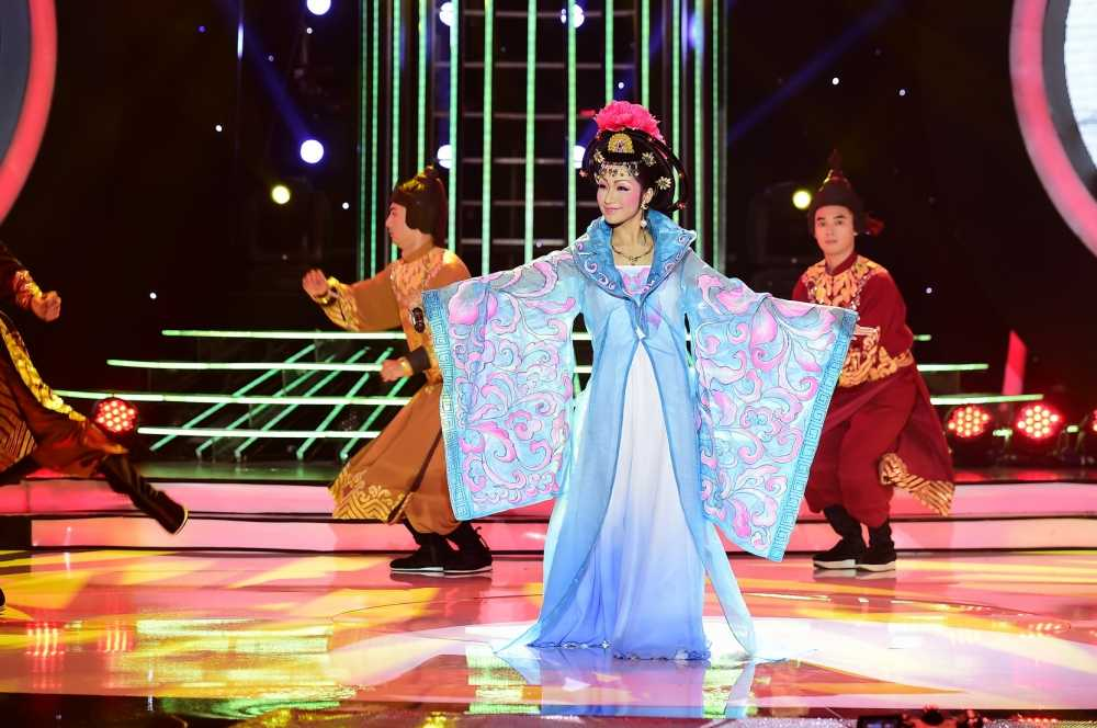 Guong mat than quen 2016: Hoai Linh 'che' My Linh beo 'day da', de nhieu hinh anh 2