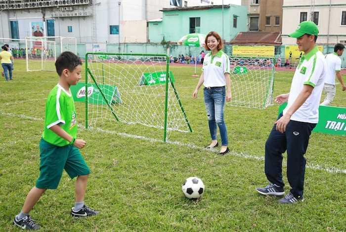 Con trai rieng cua Jennifer Pham cang lon cang giong bo Quang Dung hinh anh 3