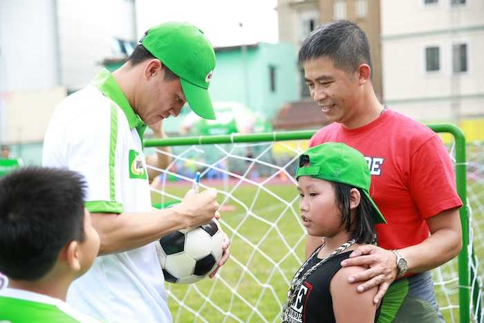 Con trai rieng cua Jennifer Pham cang lon cang giong bo Quang Dung hinh anh 5