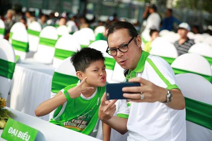 Con trai rieng cua Jennifer Pham cang lon cang giong bo Quang Dung hinh anh 8