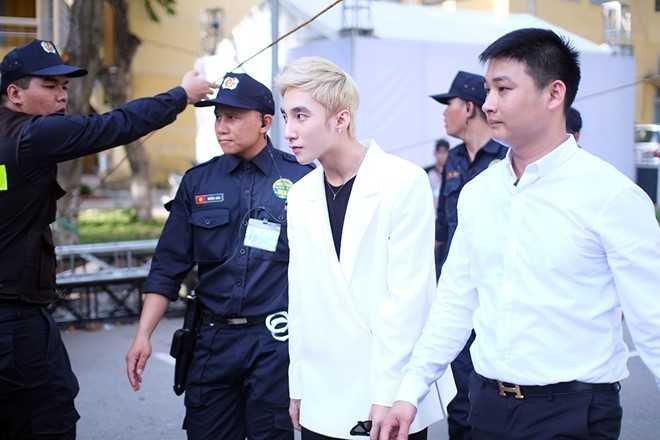 Son Tung M-TP chieu fan the hien vu dao khong giong ai hinh anh 1