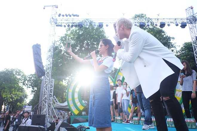 Son Tung M-TP chieu fan the hien vu dao khong giong ai hinh anh 2