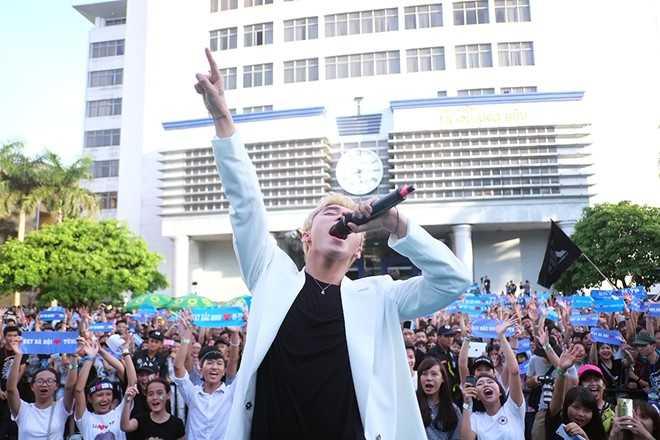 Son Tung M-TP chieu fan the hien vu dao khong giong ai hinh anh 8