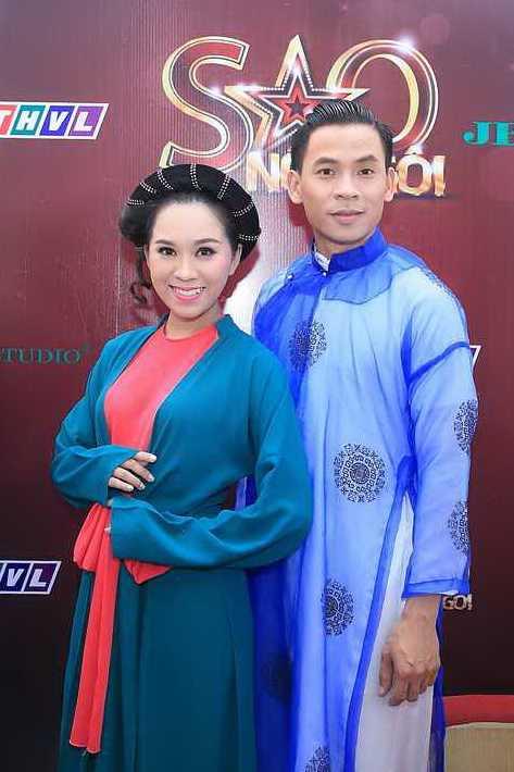 Chi gai Ho Van Cuong cung tro tai ca dien cai luong hinh anh 2