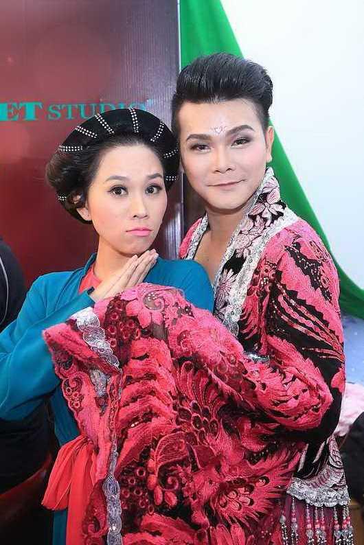 Chi gai Ho Van Cuong cung tro tai ca dien cai luong hinh anh 1