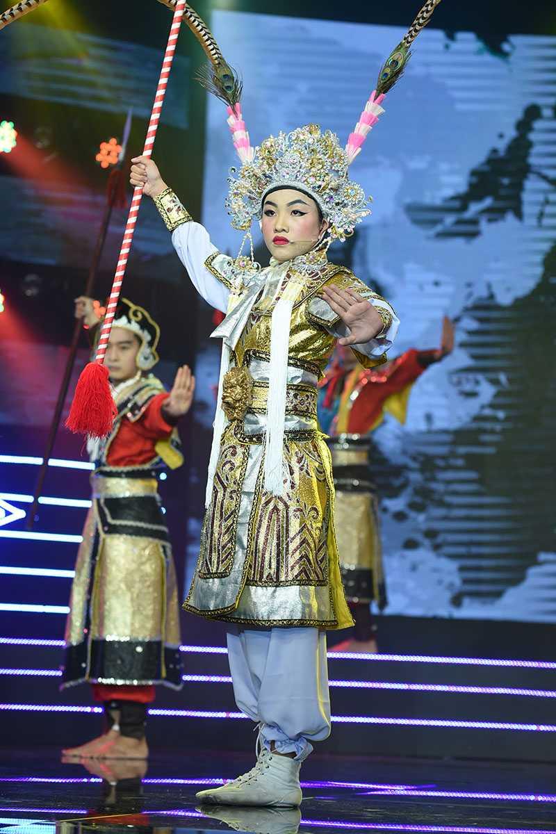 Thu suc voi tuong co, chi gai Ho Van Cuong nhan 'con mua loi khen' hinh anh 1