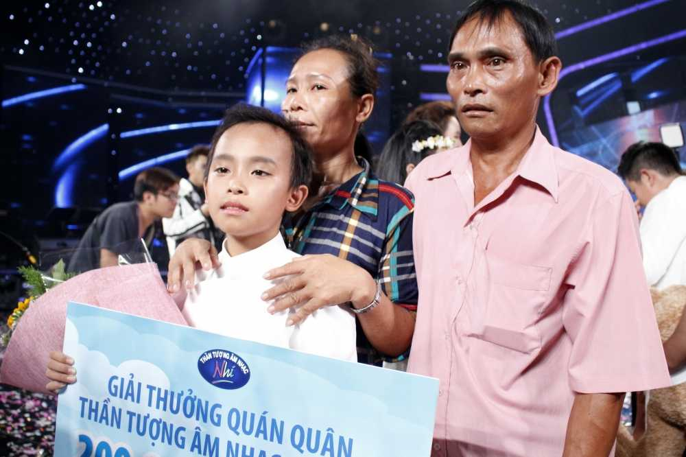 Truc tiep chung ket Vietnam Idol Kids: Ho Van Cuong co dang quang? hinh anh 1