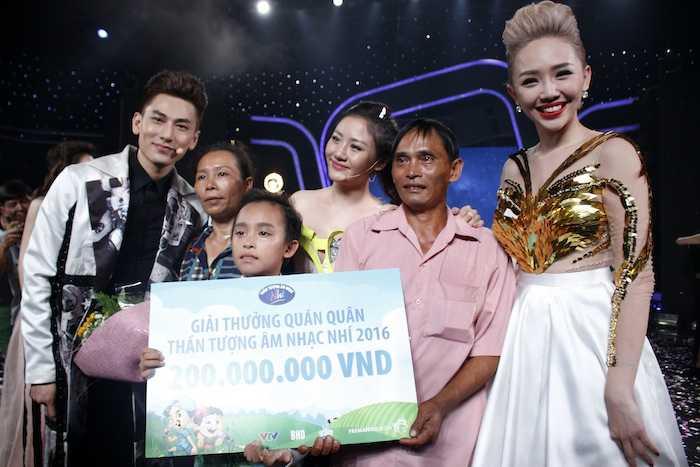 Truc tiep chung ket Vietnam Idol Kids: Ho Van Cuong co dang quang? hinh anh 2