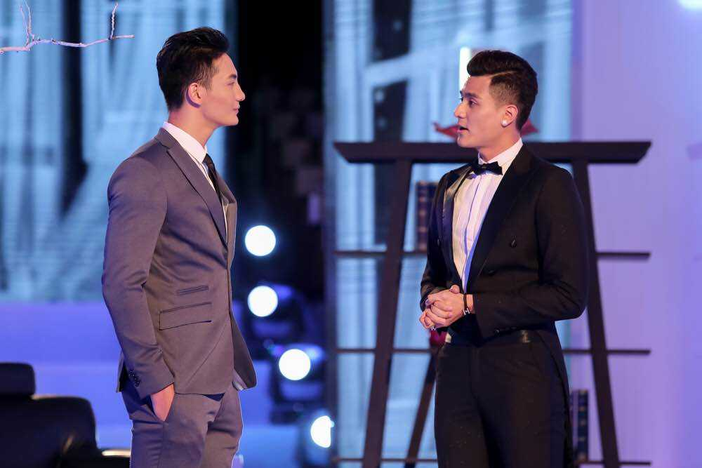 Hau truong The Face: Pham Huong, Khanh Ngan tung chieu 'cua do' trai dep hinh anh 2