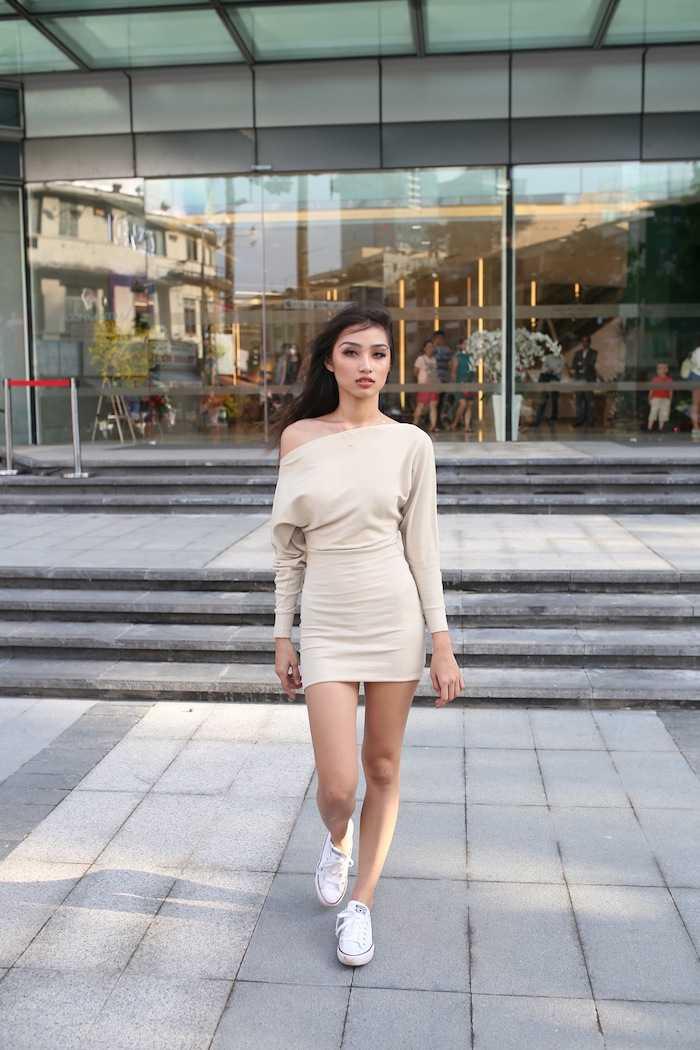Lan Khue khoe street style cuc 'chat' o dia diem 'hot' nhat Sai Thanh hinh anh 8
