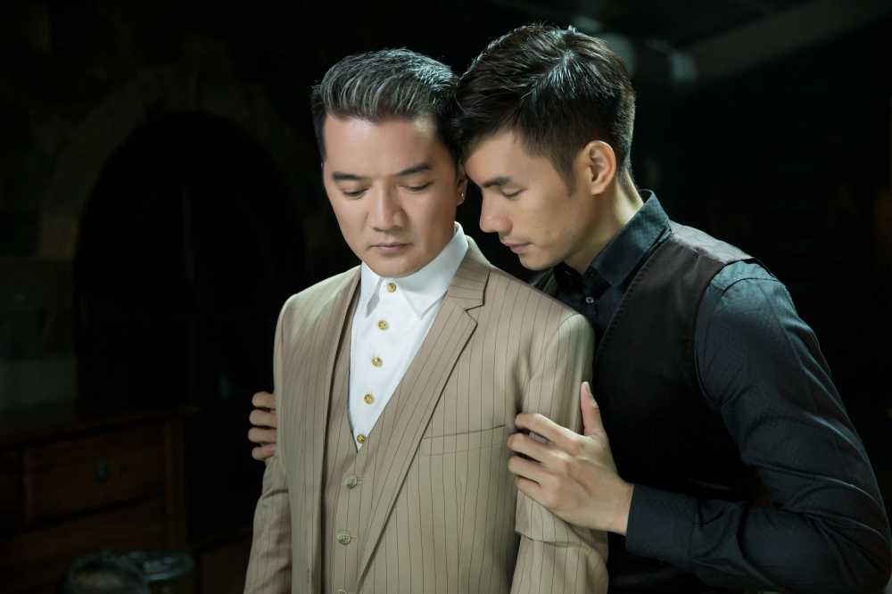 Dam Vinh Hung kin dao di an toi cung 'nguoi tinh dong tinh' hinh anh 1