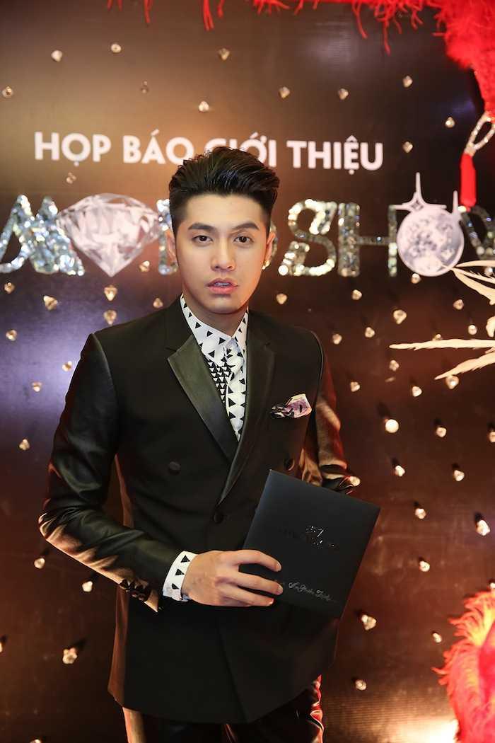 Dam Vinh Hung choi troi, dau tu gan nua trieu USD cho 'sieu show kim cuong' hinh anh 6
