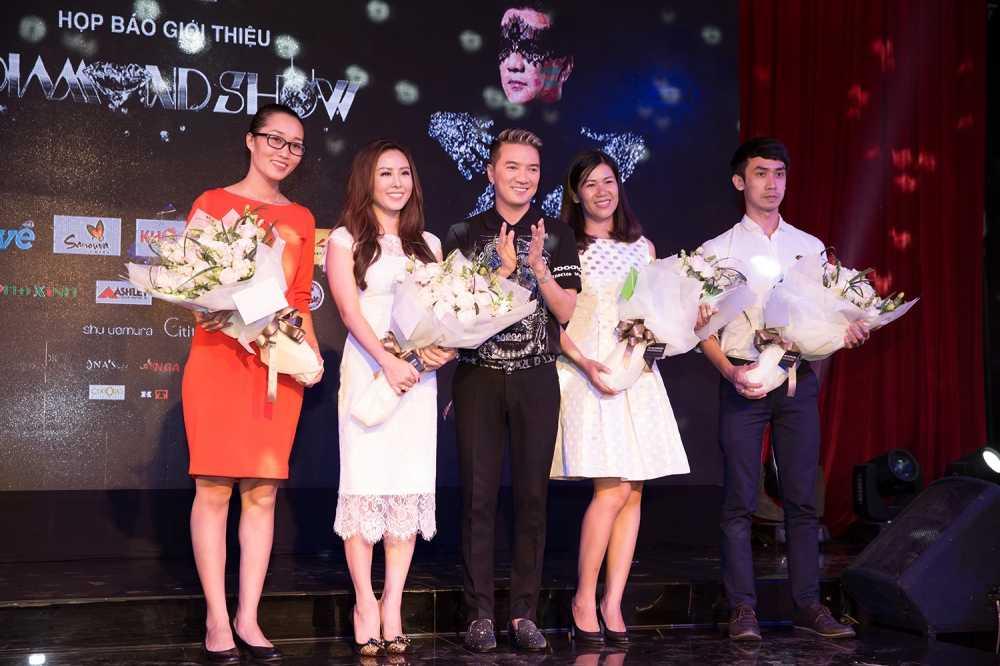 Dam Vinh Hung choi troi, dau tu gan nua trieu USD cho 'sieu show kim cuong' hinh anh 1