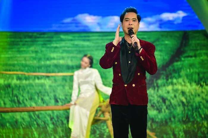Duoc Ho Van Cuong dong vien, Phi Nhung tre ra 10 tuoi hoa son nu hinh anh 2