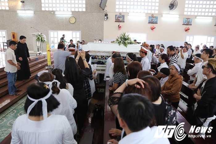 Bo Minh Thuan lang thinh dau don giua dong nguoi tien biet con trai hinh anh 15