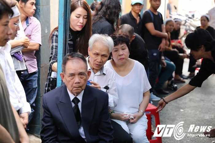 Bo Minh Thuan lang thinh dau don giua dong nguoi tien biet con trai hinh anh 4