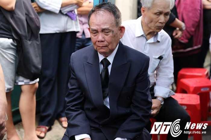 Bo Minh Thuan lang thinh dau don giua dong nguoi tien biet con trai hinh anh 6