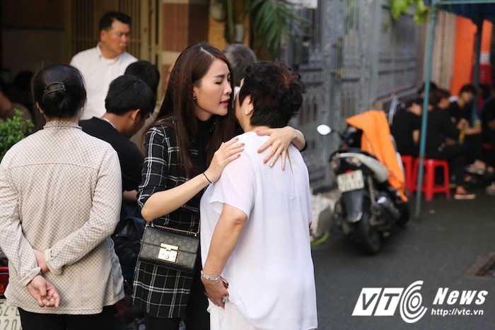 Bo Minh Thuan lang thinh dau don giua dong nguoi tien biet con trai hinh anh 9