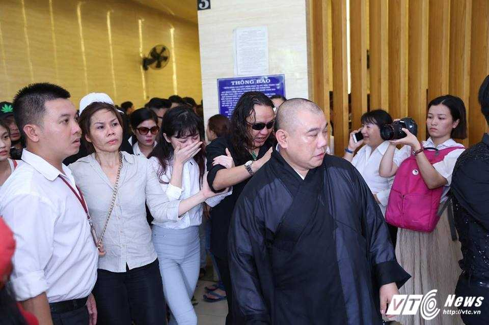 Nhat Hao khoc nuc no tien dua Minh Thuan ve noi an nghi cuoi cung hinh anh 7