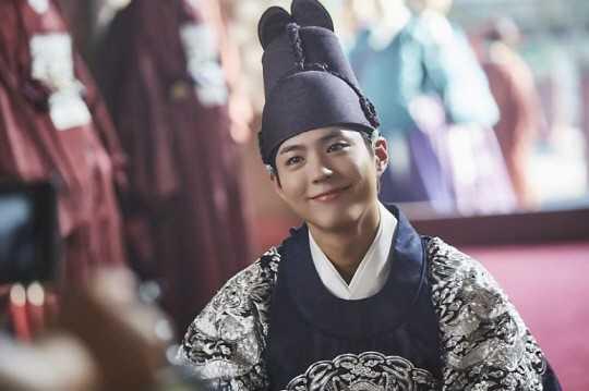 'Thai tu' Park Bo Gum khoe giong hat ngot ngao trong 'May hoa anh trang' hinh anh 1