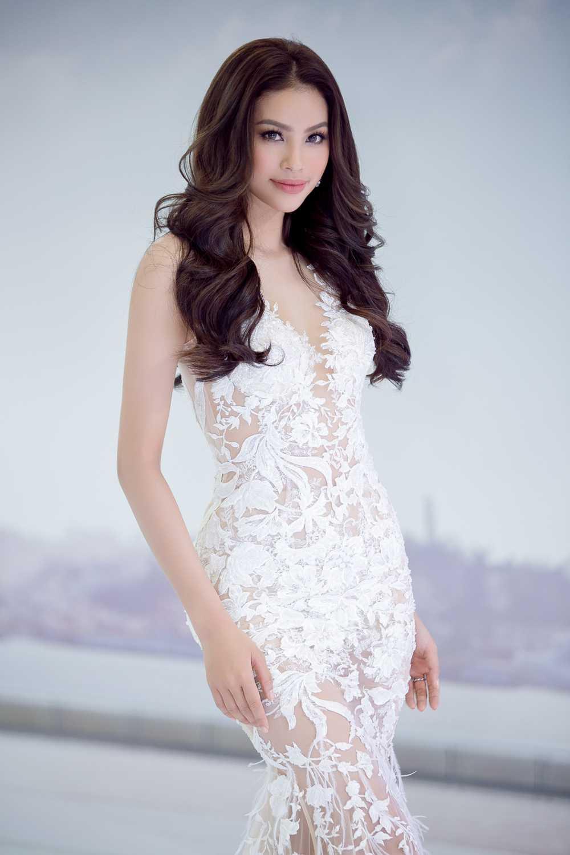 Hoa hau Pham Huong dien vay goi cam hinh anh 8