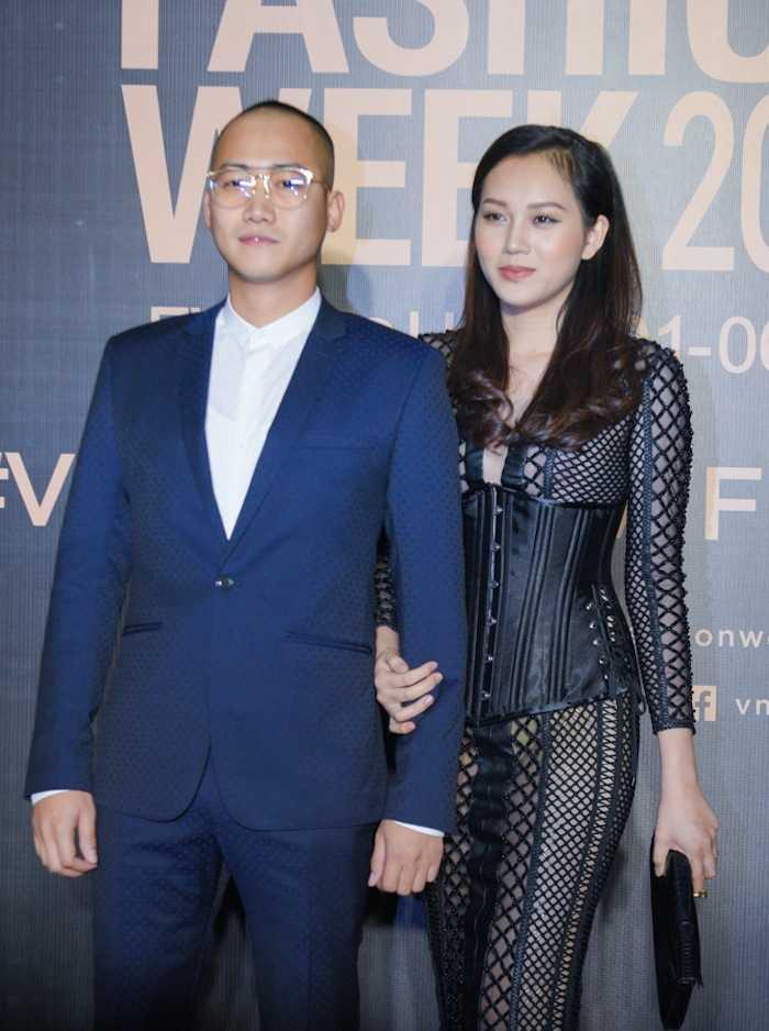Angela Phuong Trinh gay 'soc' voi loi trang diem quai dan, deo trang suc gan 2 ty dong hinh anh 7