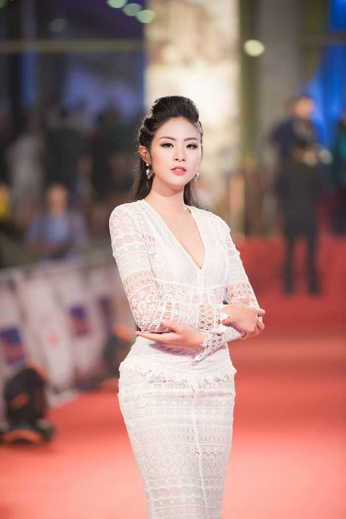 Hoa hau My Linh kin dao ben dan chi Ngoc Han goi cam hinh anh 2