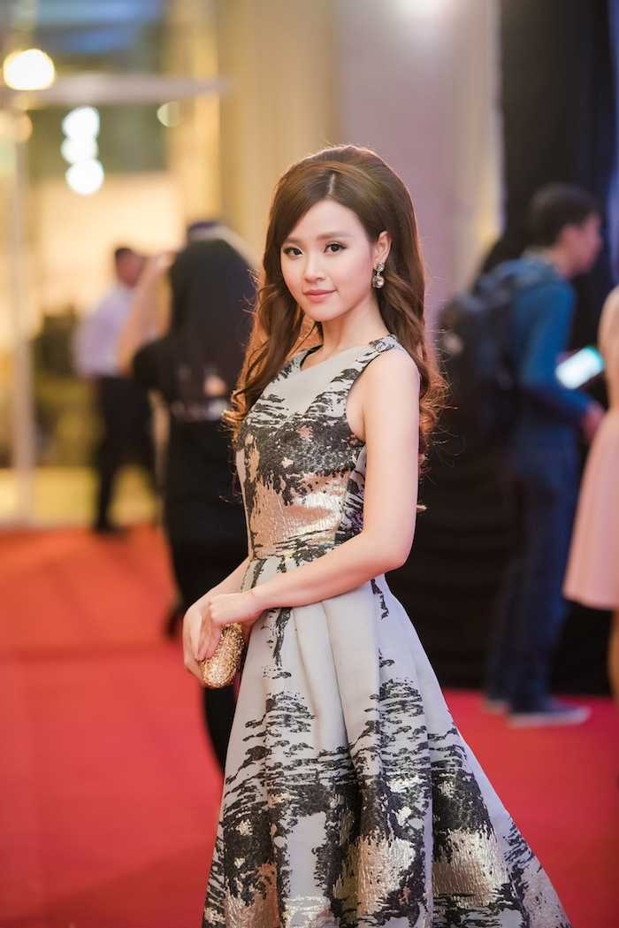Hoa hau My Linh kin dao ben dan chi Ngoc Han goi cam hinh anh 12