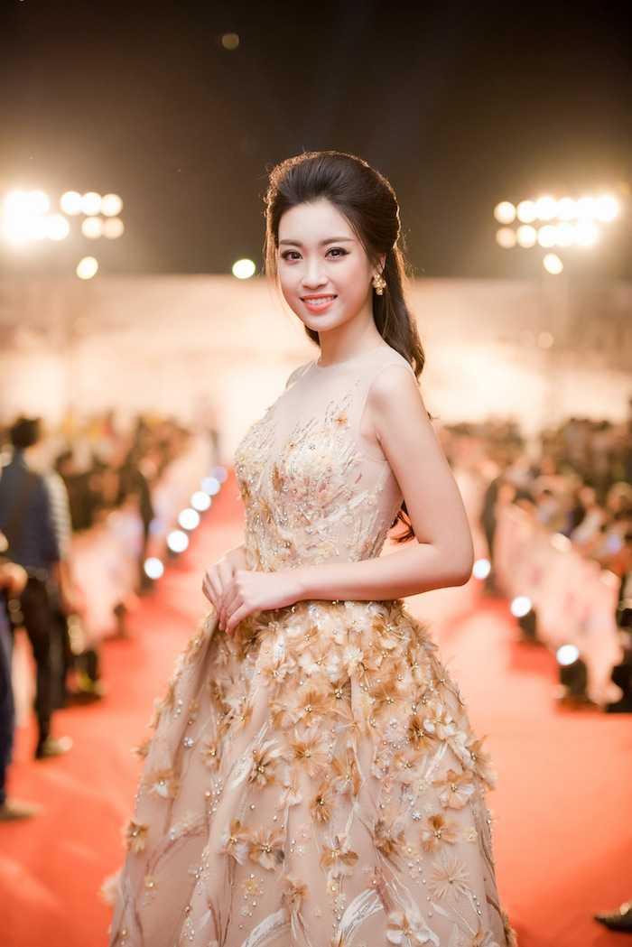Hoa hau My Linh kin dao ben dan chi Ngoc Han goi cam hinh anh 4