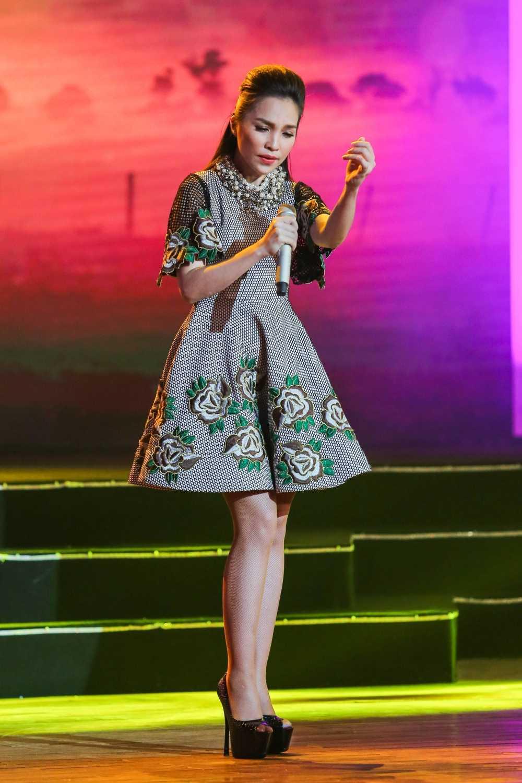 Truong Giang - Nha Phuong mac ao dai doi, au yem tinh tu trong hau truong hinh anh 16
