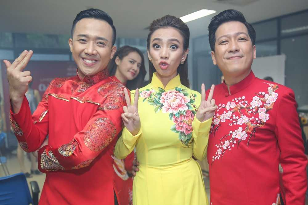 Truong Giang - Nha Phuong mac ao dai doi, au yem tinh tu trong hau truong hinh anh 3