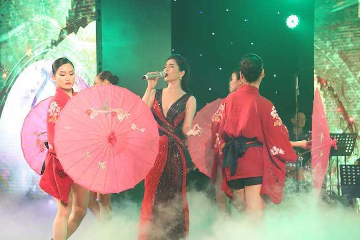 Khong the roi mat khoi cap song sinh dang yeu cua Hong Nhung va chong Tay hinh anh 15