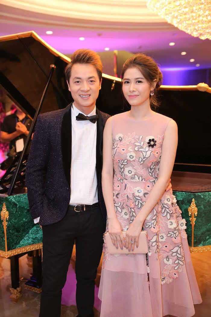 Khong the roi mat khoi cap song sinh dang yeu cua Hong Nhung va chong Tay hinh anh 3